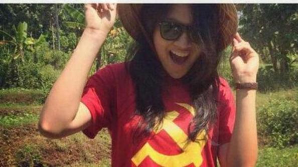 Putri-Indonesia-2015-Bikin-Heboh-Pakai-Baju-Lambang-Komunis