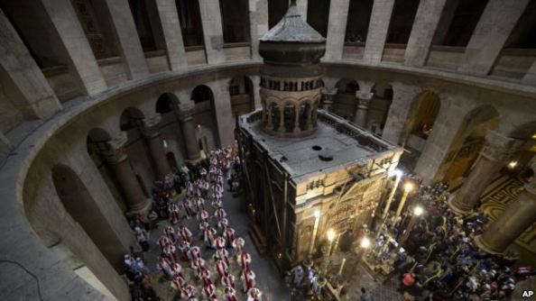 Peziarah-Rayakan-Minggu-Palma-di-Kota-Tua-Yerusalem