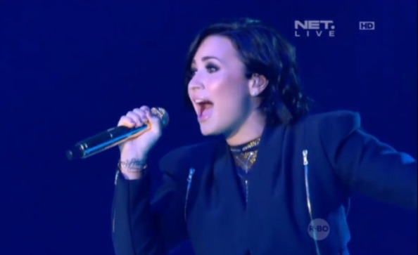 demi-lovato-menggila-di-indonesian-choice-awards-2015